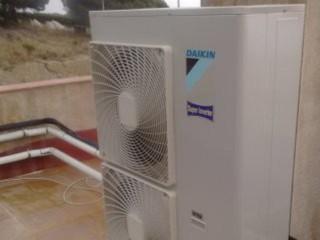 Compresor Daikin super inverter para instalación de conductos en casa de 300m2