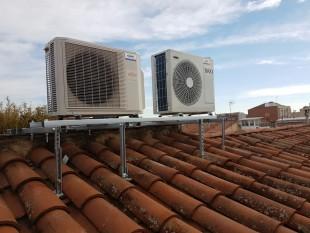 Estructuras manuales para cubiertas inclinadas en tejados para equipos compresores de aire acondicionado