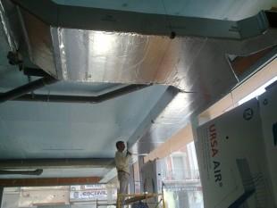Instalación de conductos URSA AIR para local comercial