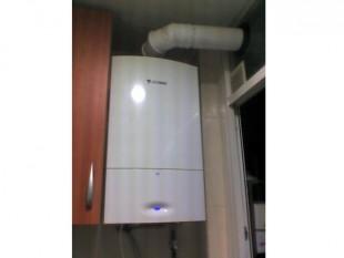 Caldera JUNKERS CERAPUR ZWB25-2C a gas condensación con micro acumulación estanca, para un piso de 95m2