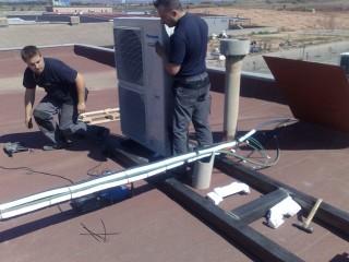 Instalación de equipos Panasonic industriales sobre una cubierta con estructura de soportación